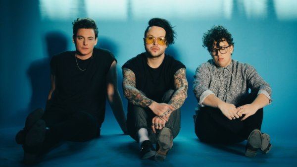 None - lovelytheband – The Finding it Hard to Smile Tour