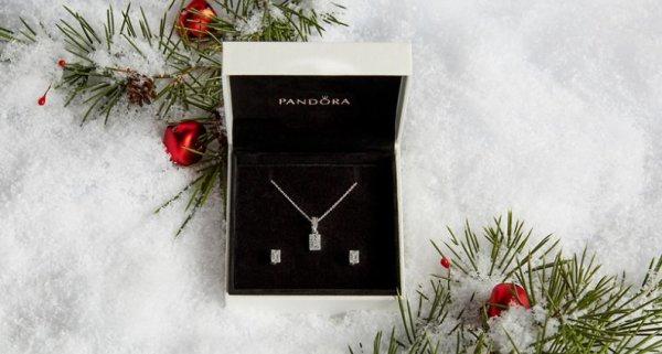 None - $1,000 De Compras en Pandora