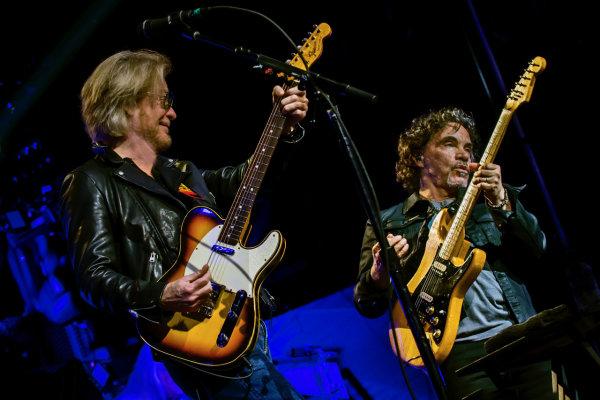 None -            Daryl Hall & John Oates | Oak Mountain Amp