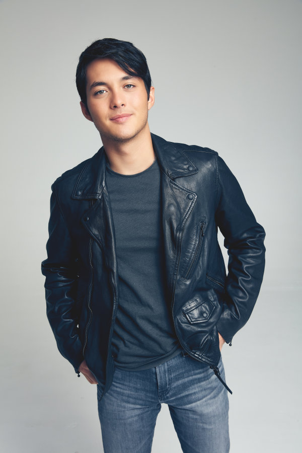 None - 102.5 The Bull presents Laine Hardy   Iron City